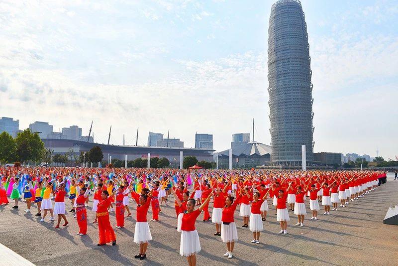 我和我的祖国——河南数万群众共舞一支舞